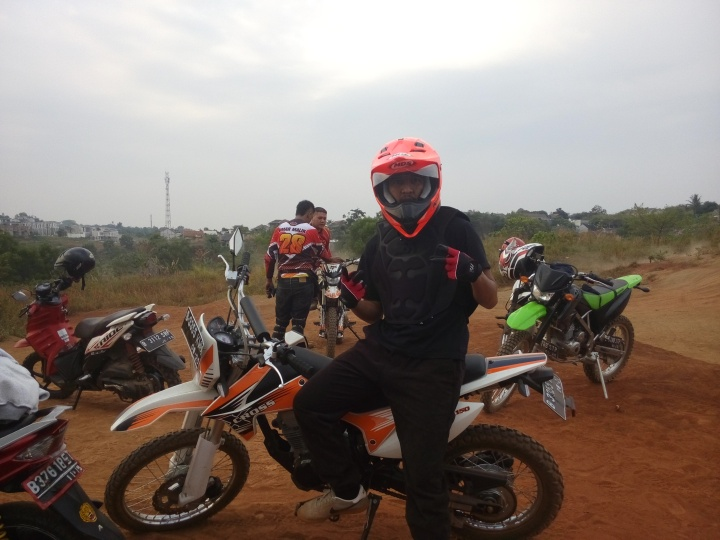 ngobrol Motorcross siap uji coba Track Limo Cinere