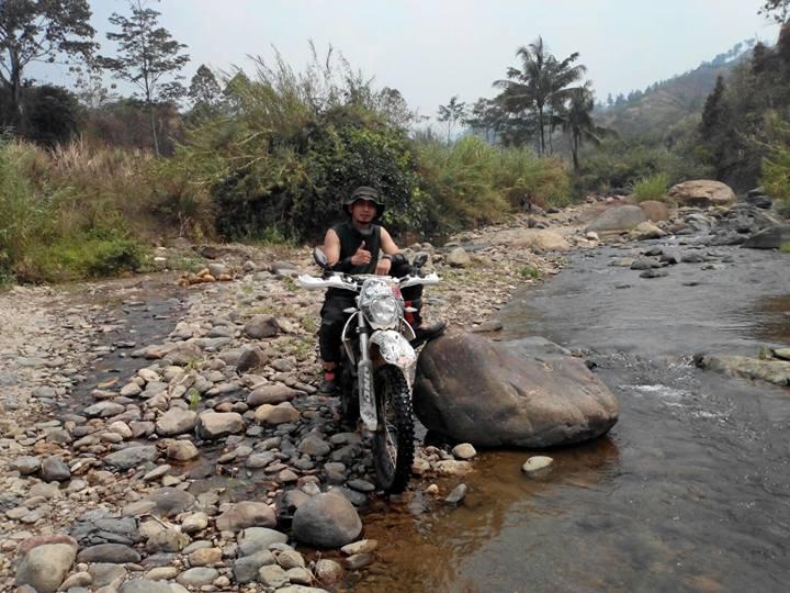 Sindhu sosok pecinta alam yang menikmati alam dari roda motornya