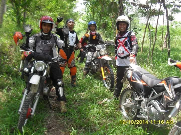 Ary dengan komunitas motorcross nya