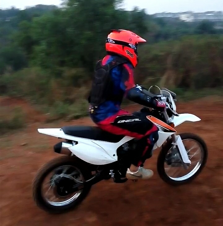 akselerasi yang lumayan bagus, meskipun motor sedikit berat