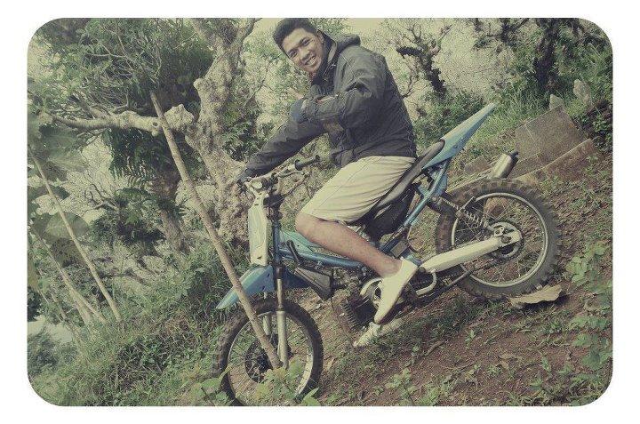 Omar Malik menyukai motor cross sejak bangku SMA