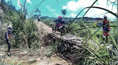 Track Jembatan bambu Menuju Goa Monyet