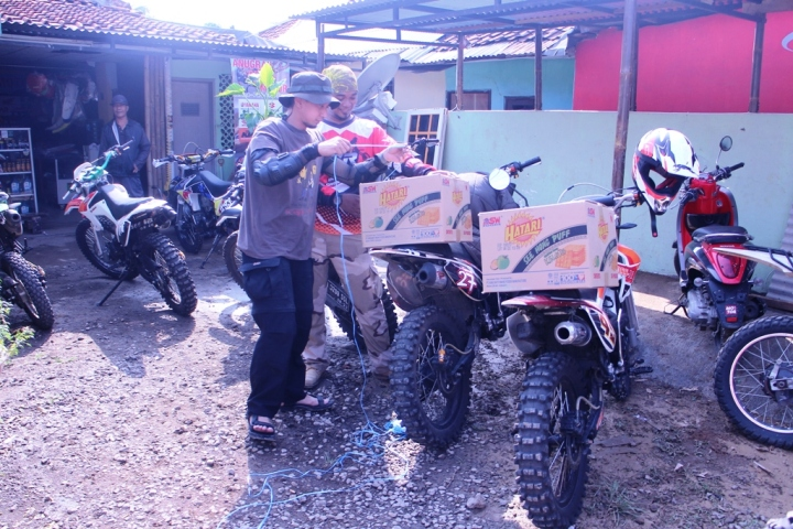 Motor Cross angkut biskuit LOL