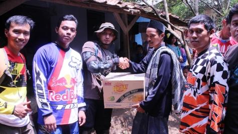 Penyerahan Biskuit Hatari Oleh Leader Serigala CrossX Sindu