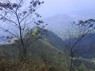Gunung Telomoyo Magelang (Sumber foto: http://sekedar-tahu.blogspot.co.id/2010/03/satu-satunya-kota-di-dunia-yang.html )