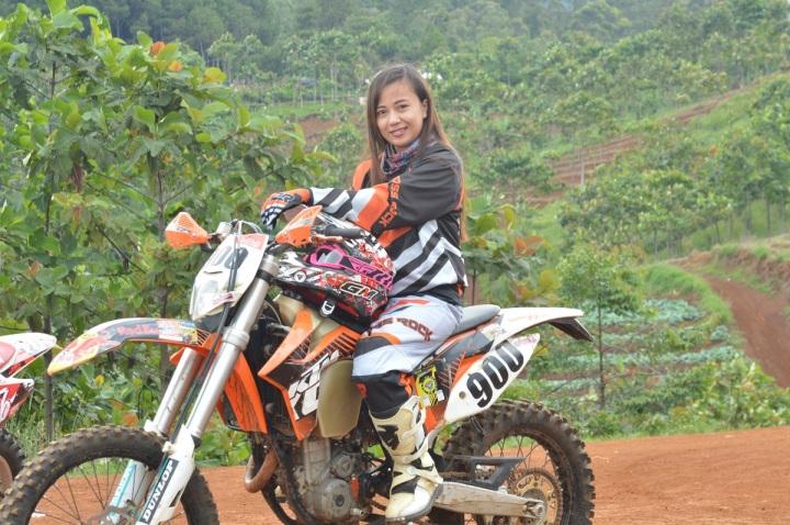 Rena Isuzuki in action di salah satu trail tunggangannya...