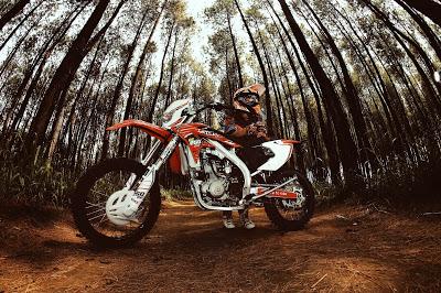 Beberapa Teknik Dasar Mengendarai Motor Trail Ngobrol Motorcross
