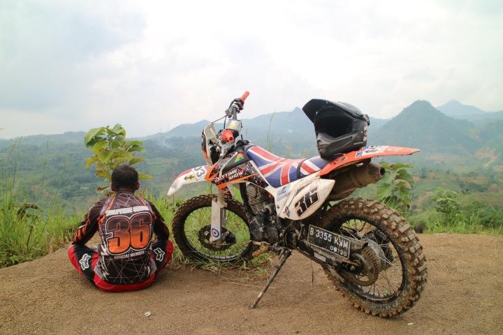 ngobrolmotorcross dipuncak bukit Hamabalang