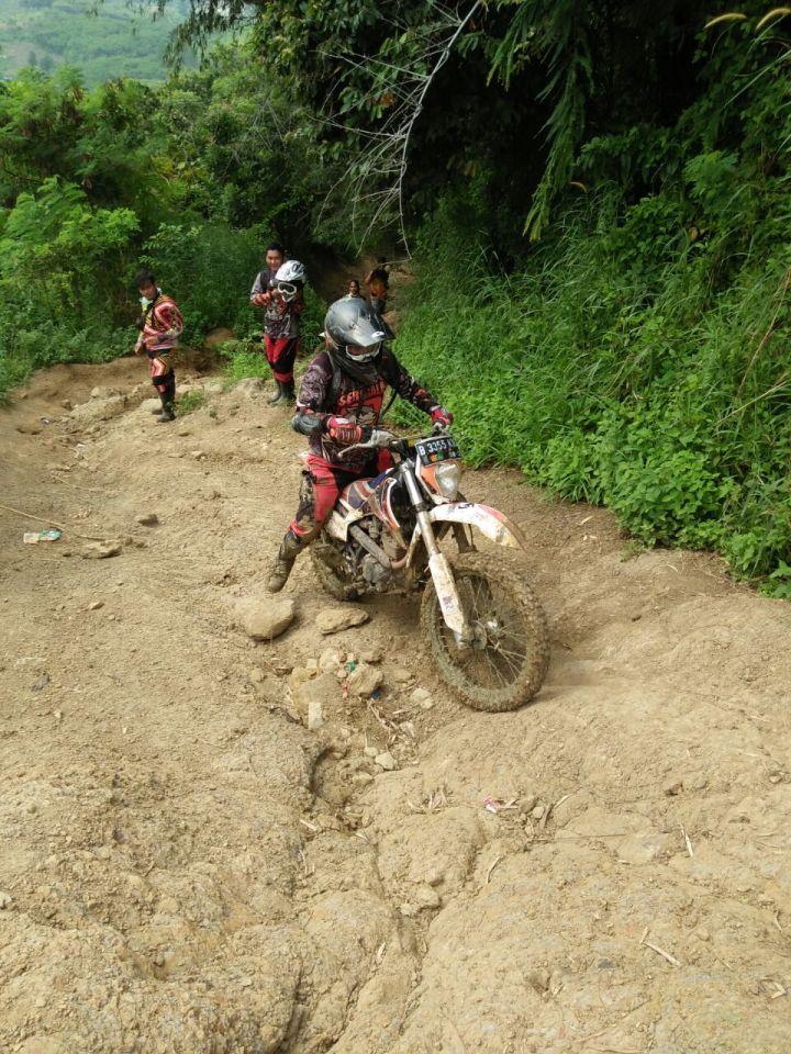 Ngobrolmotorcross di Tanjakan Batu Belah Karawang