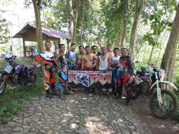 Serigala Cross dan KOTAK Karawang saat di hutan Jati Karawang