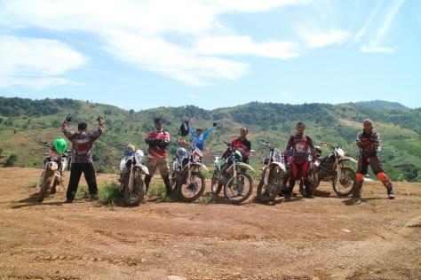 ngobrolmotorcross berfoto bersama Serigala Cross sebelum masuk Jalur Hambalang