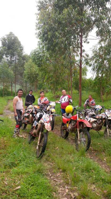 Ulle bersama komunitas BAJA Bandung