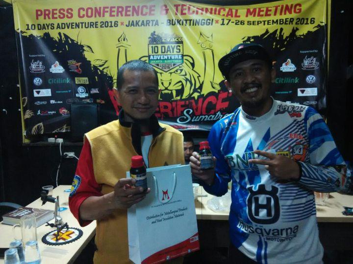 Perwakilan dari MSP Indonesia saat memberikan MSP ke Senior Track Budi Respati