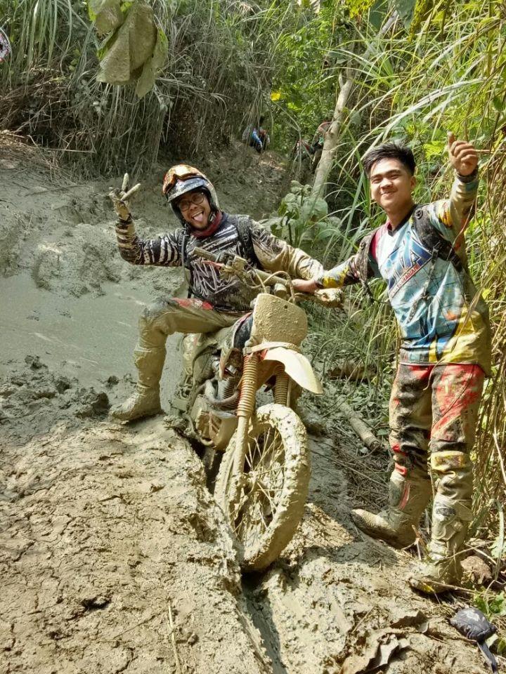 Arya Demas dari Baja Bandung bersama Saputra dari Kotak Karawang