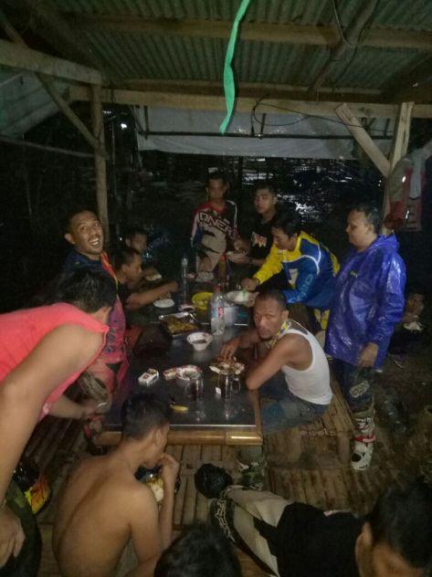 Makan bersama di waduk jatiluhur Purwakarta