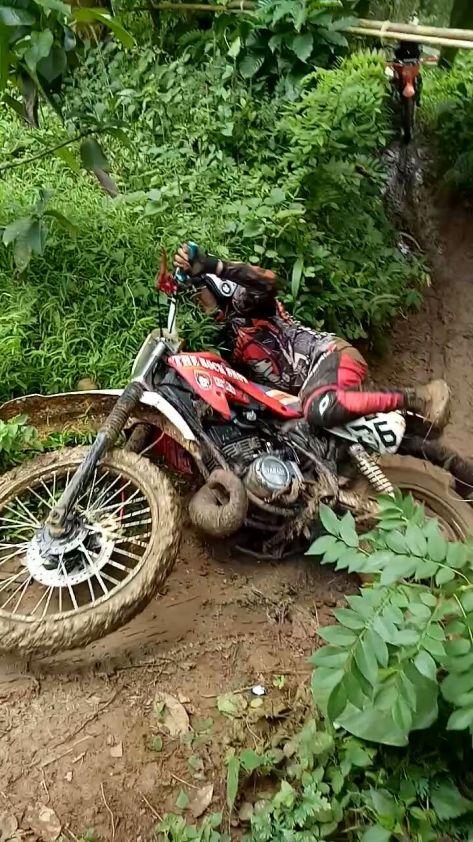 ngobrolmotorcross jungkir balik dijalur gunung Kujang Subang