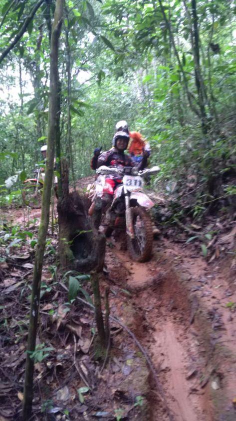 Adi dari Serigala Cross Jakarta kasih jempol untuk jalur Gunung Subang Kujang.