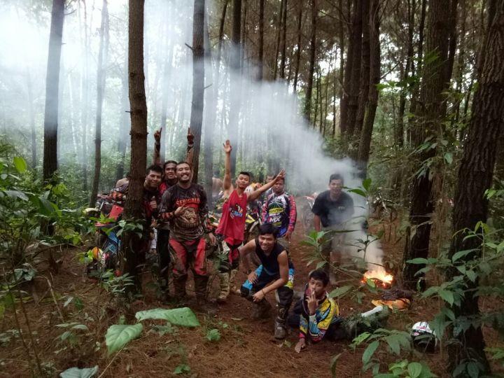 Istirahat dan berbahagia bersama di hutan pinus gunung kujang,Subang