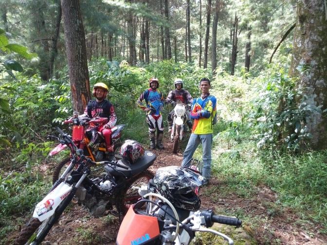Menjelajah Gunung Salak, Jalur yang Bikin Badan Remuk Redam