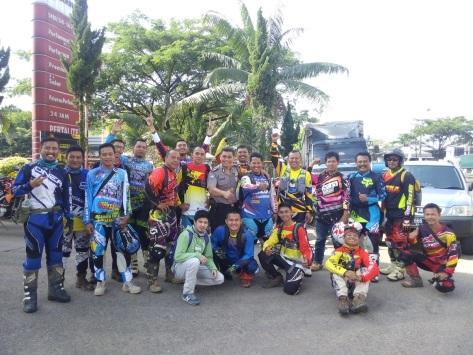 Titik Kumpul pertama Pompa Bensin Sentul bersama Ketua Gorila (Baju Dinas)