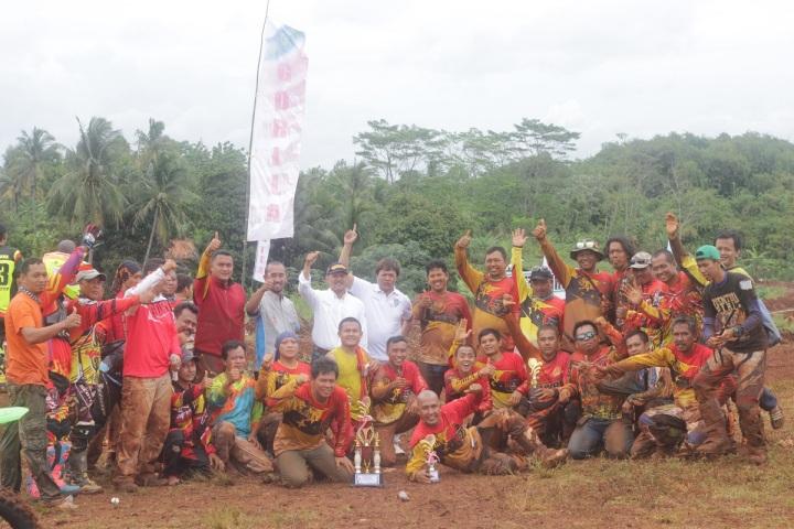 Anggota Gorila foto bersama IMI Jabar