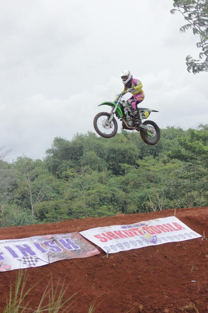 Reza, pembalap MX yang menjajal Sirkuit Gorila dan merasa puas