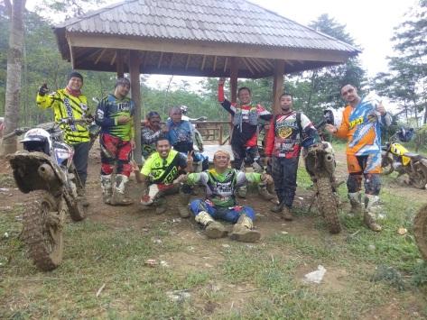 3 Komunitas Gorila, Rabat dan Bebas Adventure di jalur Pasir Hayam Sentul